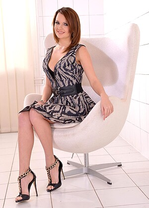 Emily Thorne nude gallery
