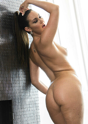 Brittany Shae nude gallery