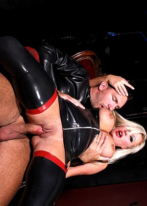 Michelle Thorne nude gallery
