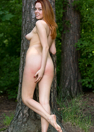 Candy Red nude gallery