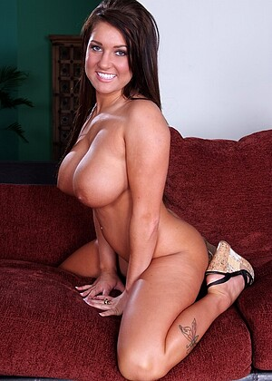 Lizzy Styles nude gallery